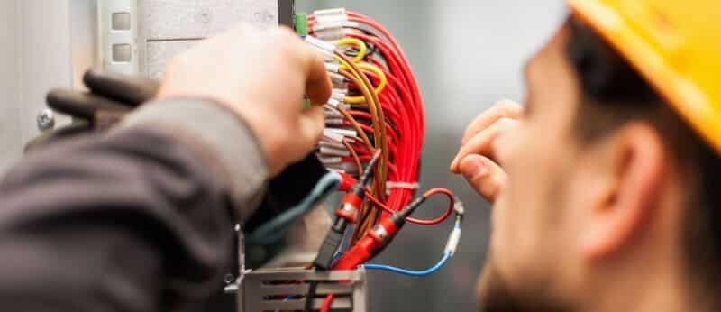 eletricista de manutenção elétrica
